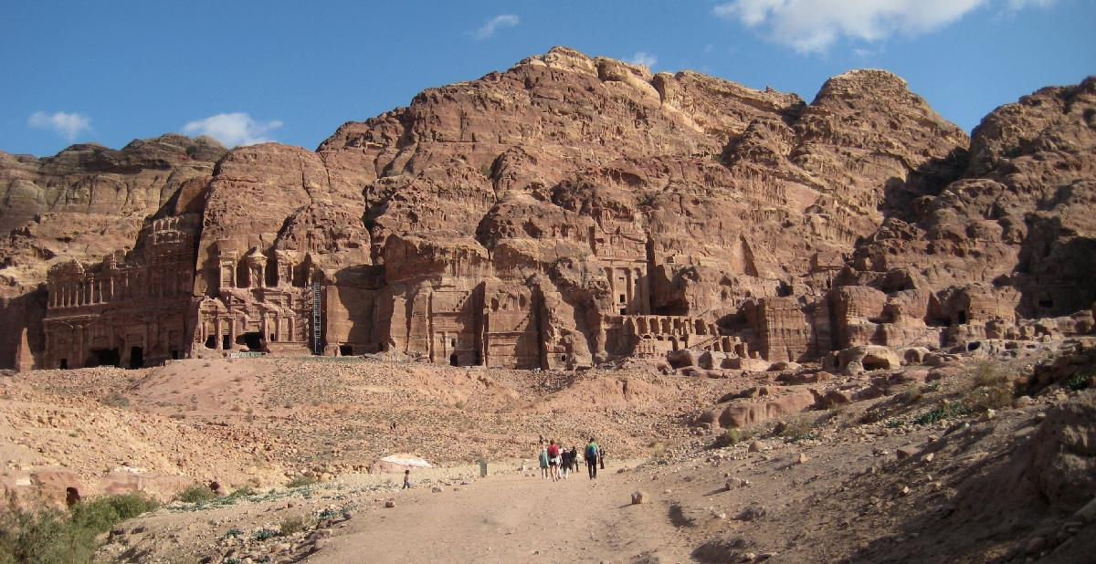 2009 12 - conf in Amman (Jordan) - view of the Royal Tombs in Petra.jpg 6.0K